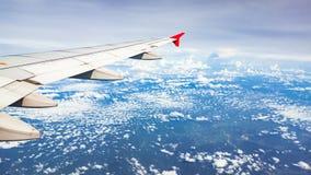 ovanför fönster för sikt för hav för flygplanflugaland Royaltyfri Fotografi