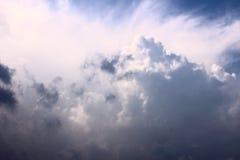 ovanför för montana för fältframdel den enorma thunderclouden USA storm Moln Åska-storm wind blå sky Stackmolnmoln Natur ljus sky Royaltyfri Bild