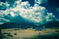 ovanför flygplatscumulusen Royaltyfria Foton