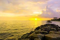 ovanför havssolnedgång Royaltyfri Bild