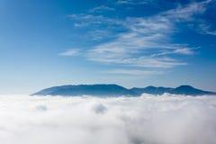 Ovanför molnen royaltyfri bild