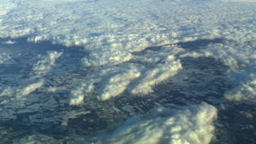 Ovanför molnen flyg- längd i fot räknat stock video