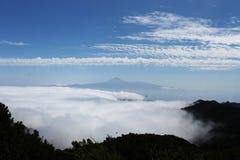 Ovanför molnen kanariefågelöar Royaltyfri Fotografi