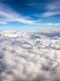 ovanför oklarheter som high flyger Fotografering för Bildbyråer