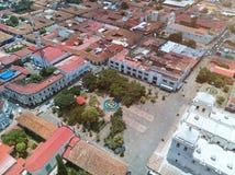 Ovanför sikt av den centrala fyrkanten i den Leon staden royaltyfri bild