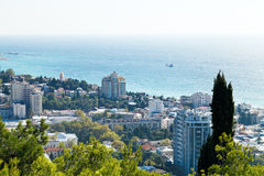 Ovanför sikt av den Yalta staden från den Darsan kullen Arkivfoton