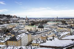 Ovanför taken av Salzburg fotografering för bildbyråer