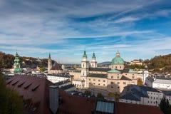 Ovanför taken av Salzburg arkivfoton