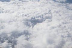 ovanf?r oklarheter Fantastisk bakgrund med moln royaltyfri bild