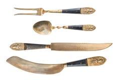 Ovanlig antik arabisk bestickguld som isoleras på vit bakgrund Gaffel, sked och två knivar antik silverware royaltyfri illustrationer