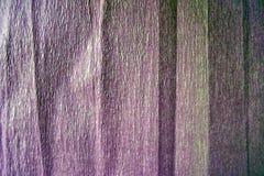 Ovanlig mörk purpurfärgad bakgrund av korrugerat papper royaltyfri fotografi