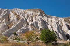 Ovanliga brant klippa av Cappadocia Royaltyfri Fotografi