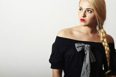Ovanliga härliga blonda sexiga kanter för Woman.Red Royaltyfri Fotografi