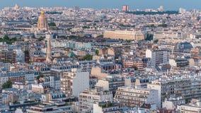 Ovannämnda hustak för flyg- panorama i en Paris dag till natttimelapse arkivfilmer