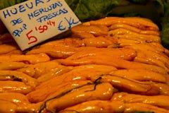 Ovas dos peixes no mercado foto de stock royalty free