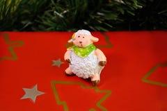 Ovejas y árbol de navidad Fotografía de archivo libre de regalías