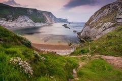 Ovelooking på lilla viken för mannolla-krig i Dorset, UK Royaltyfri Foto