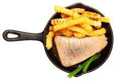 Oven Baked Sashimi Tuna med småfiskar och salladslöken Royaltyfri Foto