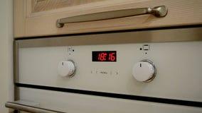 Oven digitale klok stock videobeelden
