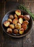 Oven-gebakken Aardappels met Overzeese Zout en Rosemary royalty-vrije stock foto