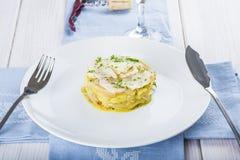 Oven gebakken kabeljauwvissen met aardappels Stock Fotografie