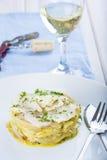 Oven gebakken kabeljauwvissen met aardappels Stock Foto's