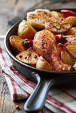 Oven-gebakken kip met groenten Royalty-vrije Stock Fotografie