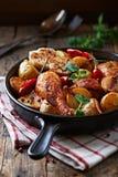 Oven-gebakken kip met groenten royalty-vrije stock foto's