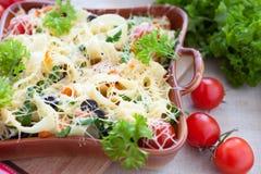 Oven gebakken macaroni met kaas royalty-vrije stock afbeeldingen