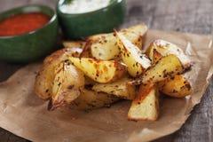 Oven geroosterde aardappelwiggen Stock Foto's