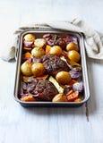 Oven-geroosterde Eisbein met Autumn Vegetables royalty-vrije stock foto's