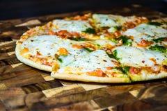 Oven Home Made Pizza quente delicioso perfeito Foto de Stock