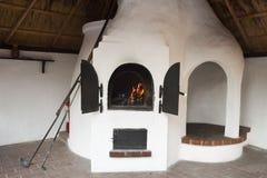 Oven met brand Stock Afbeeldingen