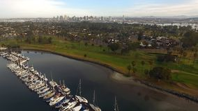 Over Coronado-Eiland Marina San Diego Bay California stock videobeelden