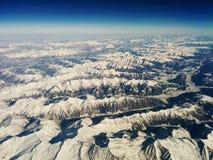 Over de Alpen hoog in de hemel royalty-vrije stock afbeelding