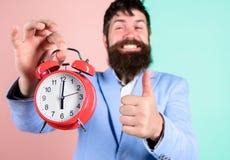 Over is de Hipster gelukkige werkdag Op tijd gebeëindigde zakenman De vaardigheden van het tijdbeheer Beste tijd van dag Net op t royalty-vrije stock foto's