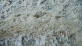 Over de reus is de waterval adembenemend stock footage