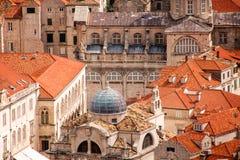 Over de rode daken van Dubrovnik Oude zeer dichte stad Royalty-vrije Stock Foto's