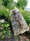 Over geduwde de inrichtingen van het steen boldard metaal Royalty-vrije Stock Fotografie