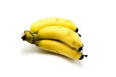 Over rijpe bananen die op witte achtergrond worden geïsoleerds Royalty-vrije Stock Afbeelding