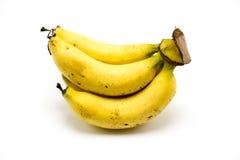 Over rijpe die banaan op witte achtergrond wordt geïsoleerd Stock Afbeeldingen