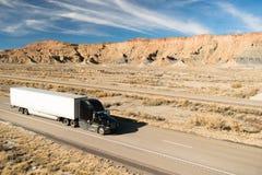 Over Wegvervoer 18 Wheeler Big Rig Semi Truck Stock Afbeelding