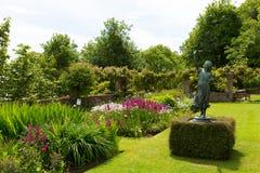 Overbecks Edwardian房子在Salcombe德文郡英国英国从事园艺一个旅游胜地 免版税库存图片