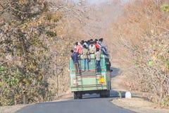 Overbelaste Vervoerbus in India Stock Afbeeldingen