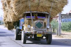 Overbelaste vrachtwagen, Rajasthan Royalty-vrije Stock Fotografie