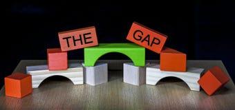Overbruggend Gap - zaken, onderwijs, PR, politiek - Stock Foto's