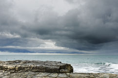 Overcast sky before rain near the sea Royalty Free Stock Photos