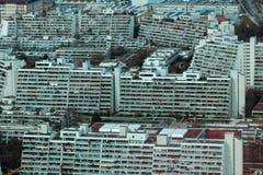 Overcrowded que vive en la ciudad foto de archivo
