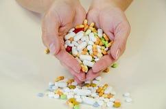 Overdosis van pillen stock foto