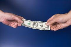 Overdracht van geld Stock Afbeeldingen